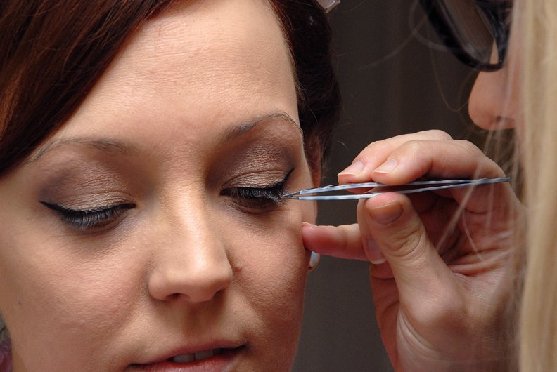 Getting individual lashes applied on the wedding morning kent bride