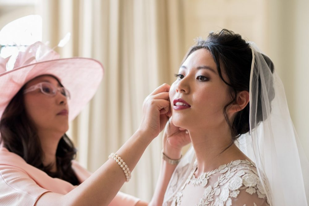 Chinese bridal makeup artist